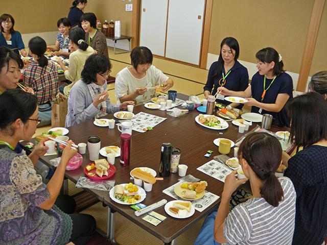 試食会の様子の写真