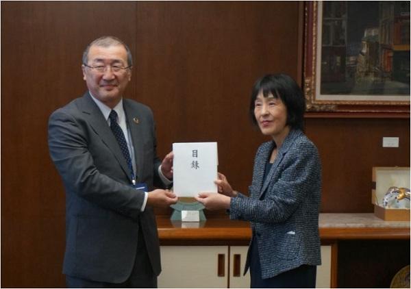 北海道胆振東部地震緊急支援募金を贈呈しました