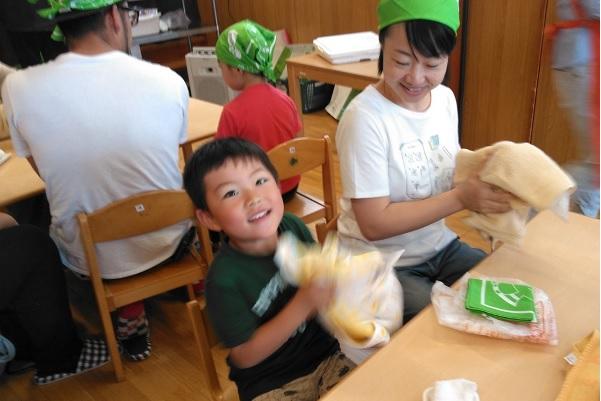 かいづか保育園にて、食育出前授業「アイスクリームづくり」を開催しました