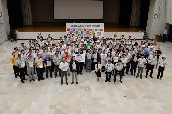 「長野県 SDGs 推進企業登録」にコープながのが登録し、 知事より登録証を交付されました