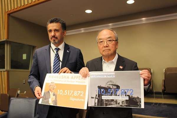 ヒバクシャ国際署名を国連総会に提出しました