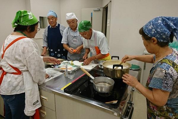 さまざまな世代に食育出前授業「豆腐づくり」を実施しました