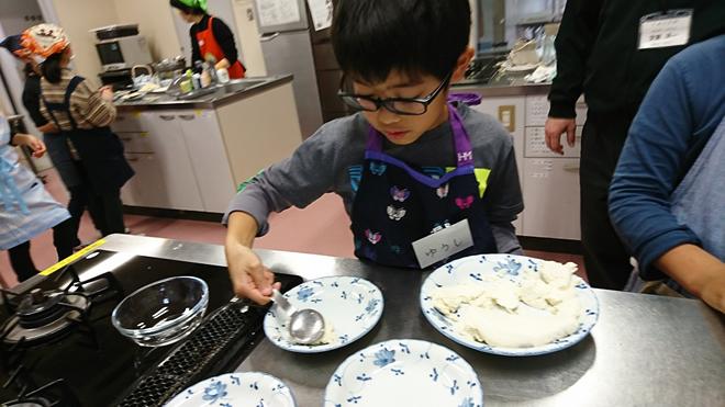 食育出前授業「豆腐づくり」を実施しました