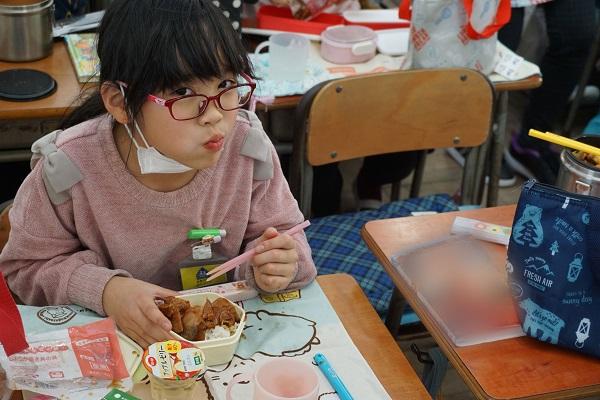 館山市内の幼稚園、小中学校に給食用の食品を提供しました