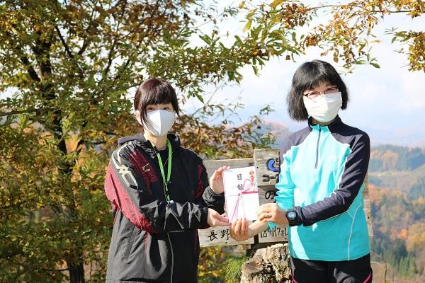 中島理事長(右)、新井理事(左)