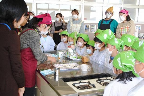 食育教室 たべる、たいせつ」(筑西市立鳥羽小学校)を開催しました
