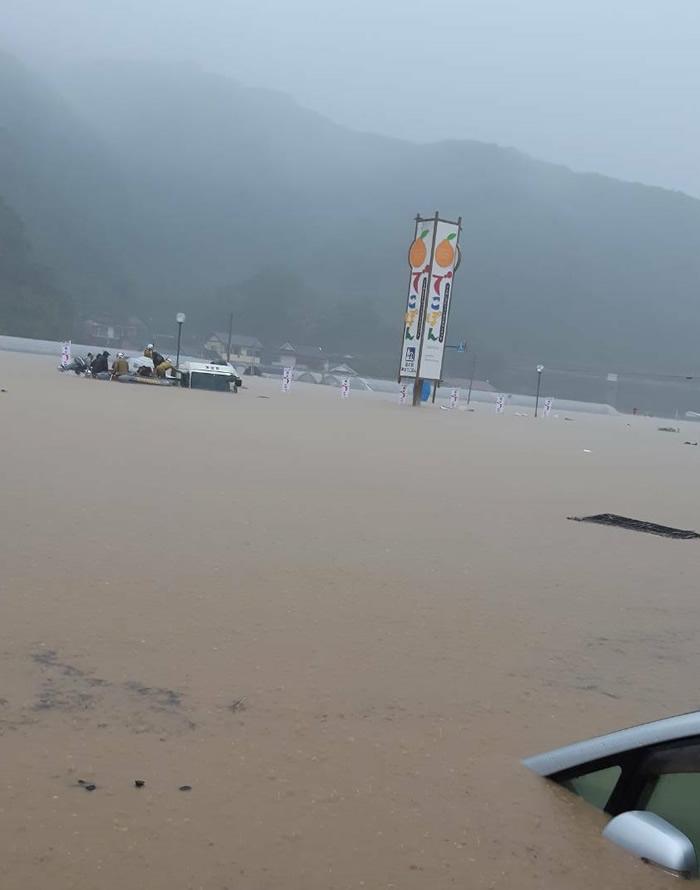 2020年7月豪雨災害支援募金の一部を熊本県の産直産地に贈呈しました